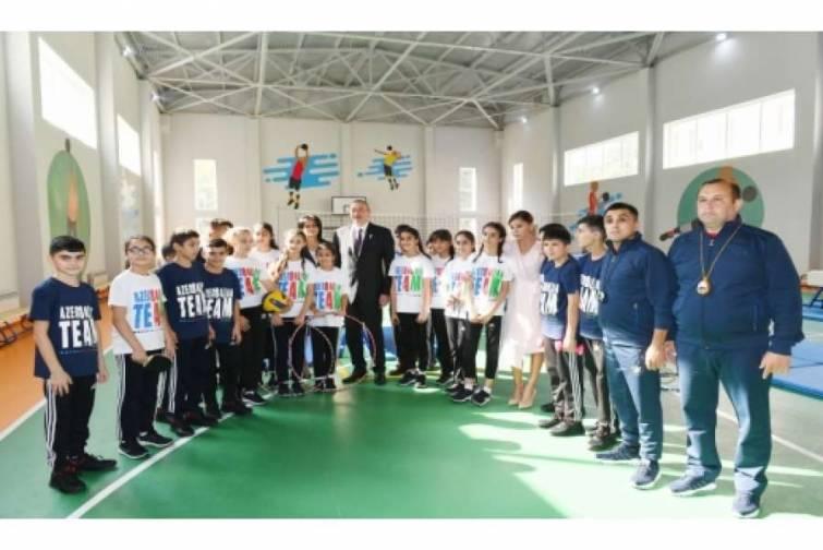 Prezident İlham Əliyev Bakının Binəqədi rayonundakı 300 nömrəli məktəbin yeni tədris kompleksinin açılışında iştirak edib