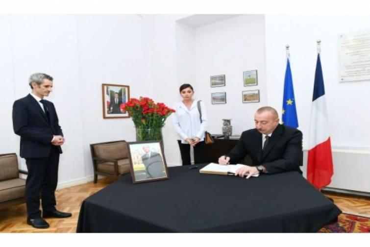 Azərbaycan Prezidenti İlham Əliyev Fransanın ölkəmizdəki səfirliyində olub, sabiq Prezident Jak Şirakın vəfatı ilə əlaqədar başsağlığı verib