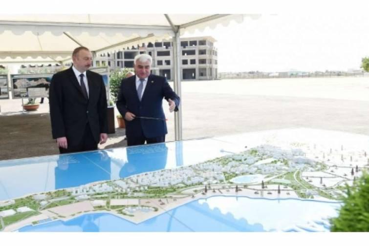 Prezident İlham Əliyev Pirallahı qəsəbəsinin mərkəzi hissəsində həyata keçiriləcək layihələrlə tanış olub