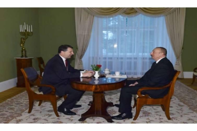 Azərbaycan Prezidenti İlham Əliyevin və Latviya Prezidenti Raymonds Veyonisin təkbətək görüşü