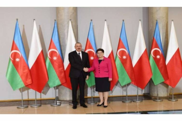Azərbaycan Prezidenti İlham Əliyev Varşavada Polşanın Baş naziri ilə görüşüb