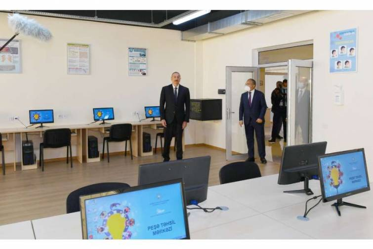 Sumqayıt Kimya Sənaye Parkının nəzdində Peşə Təhsil Mərkəzinin açılışı olub Prezident İlham Əliyev açılışda iştirak edib
